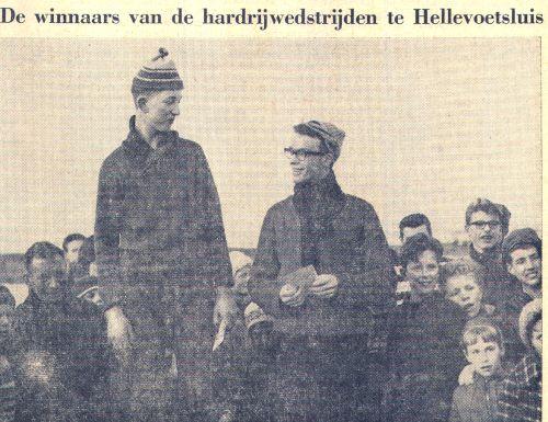 Kampioen van Hellevoet Maarten Vinke nam zijn prijzen in ontvangst